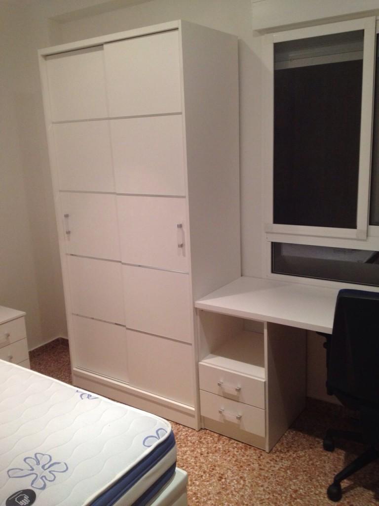 armario juvenil japones en blanco